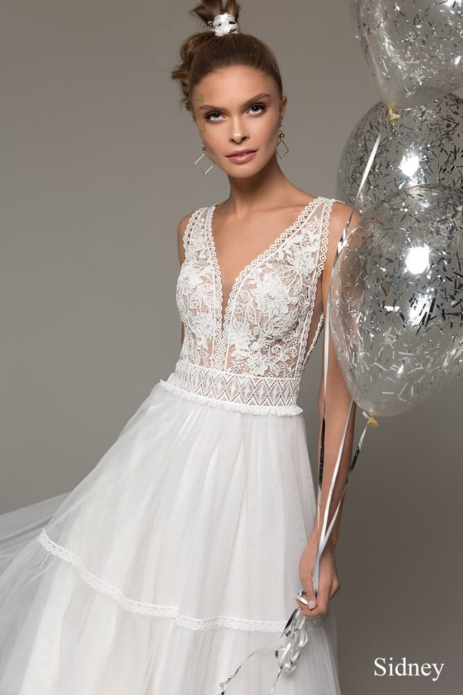 Brautkleider Köln mit V- Ausschnitt, Tüll Stufenrock